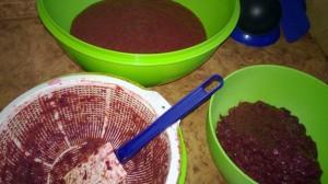 Процесс превращения отваренных плодов в пюре достаточно трудоемкий.