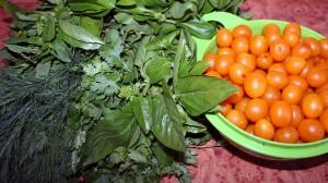 Благодаря свежим травам соус получился насыщенного желто-зеленого цвета.